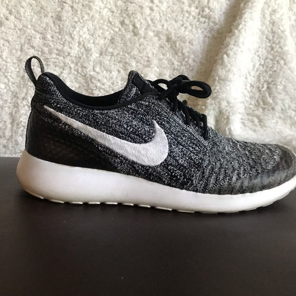Nike Roshe One Flyknit in BlackWhite Cool Grey